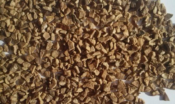 Рис. 5: Для приготовления настоев и отваров скорлупу измельчают на мелкие кусочки